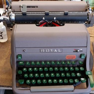 Royal HHE Desktop Typewriter – For Sale $ 225