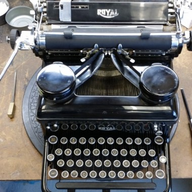 Royal Desktop typewriter from 1938