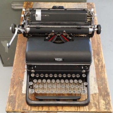 Royal Desk Top Typewriter KHT from 1938 – For Sale $275