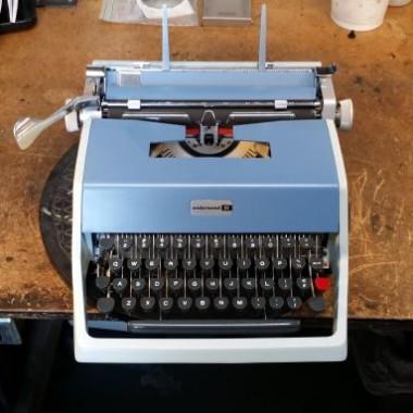 Underwood Olivetti 21 Portable – For Sale $375