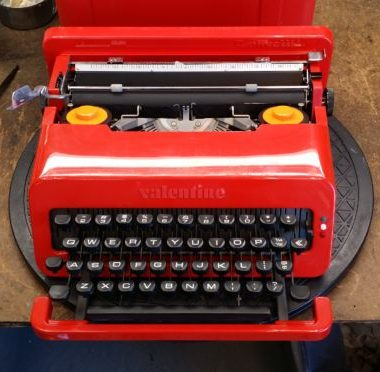Olivetti Valentine – of course it is RED