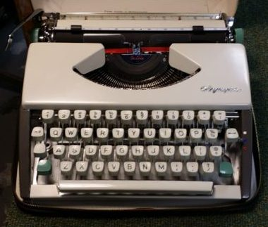 Olympia Portable SF Cursive Typewriter – For Sale $325