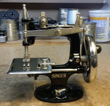 Singer 20 Sewing Machine, sooo cute!