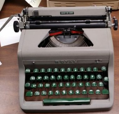 Royal Quiet DeLuxe from 1955 – For Sale $285