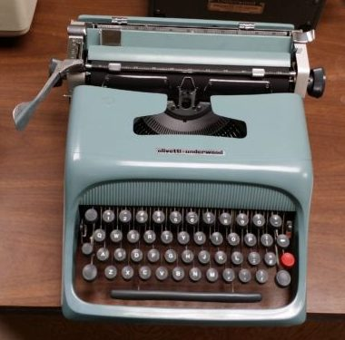 Olivetti – Underwood Studio 44 Cursive – Sold $425