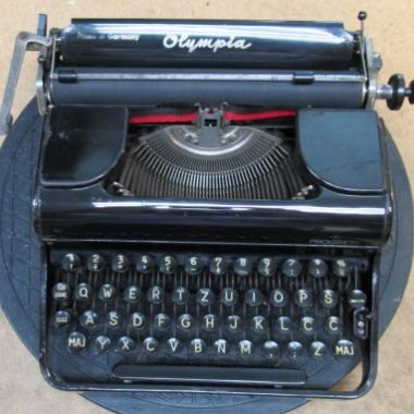 Olympia Progress Portable Typewriter from 1948 – For Sale $325
