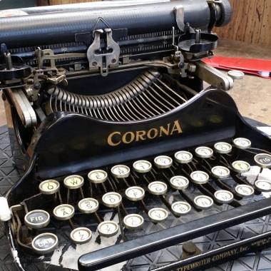 Corona 3 Folding Typewriter