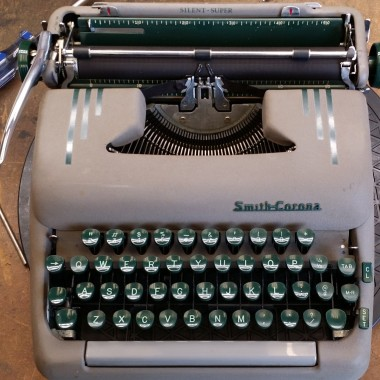 Smith-Corona LARGE TYPE Silent-Super from 1959
