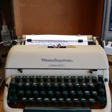 Remington Quiet-Riter, White Sand