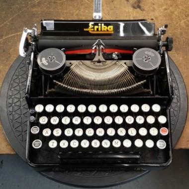 Erika 5 Tab portable typewriter